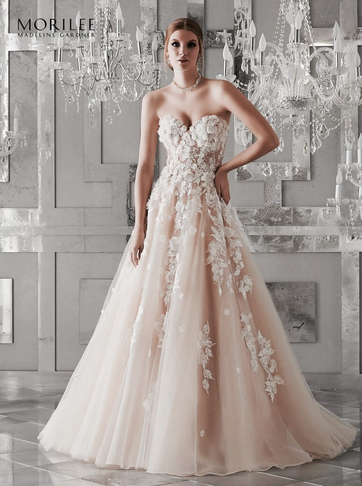 02b46e9d32 Soft tüll báliruha jellegű menyasszonyi ruha szív alakú kivágással, 3D  applikációva.1.foto