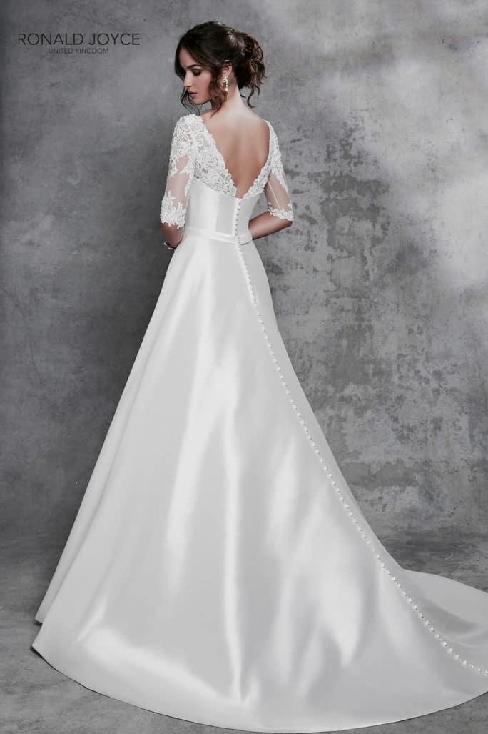 ffe57a242e Különlegesen elegáns A vonalú mikádó esküvő ruha, levehető, hosszú újjú,  elegáns csipke boleróval