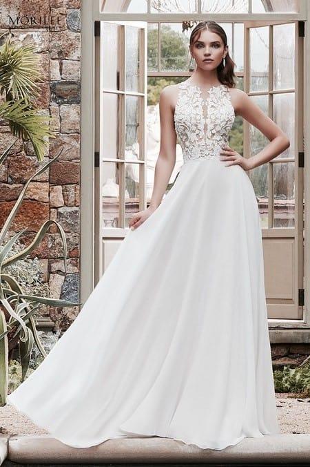 2a8d12677d Légiesen könnyed chiffon menyasszonyi ruha különleges illúzió betétekkel és  csipkemintával díszített felsőrésszel. 1.sz