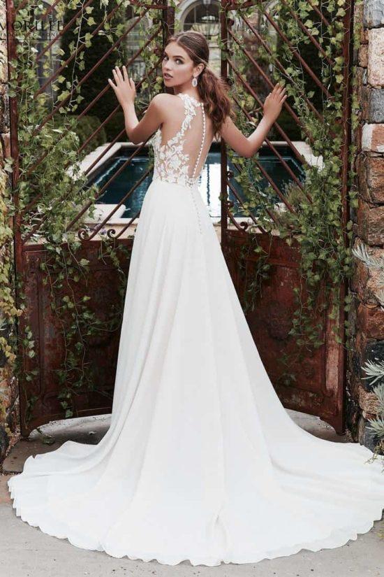 02e3831c17 1.sz Légiesen könnyed chiffon menyasszonyi ruha különleges illúzió  betétekkel és csipkemintával díszített felsőrésszel. 4.sz