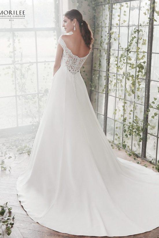 b658ecfaa9 Elegáns A vonalú mikádó menyasszonyi ruha különleges csipkével díszített  vállrésszel. 2.sz. foto