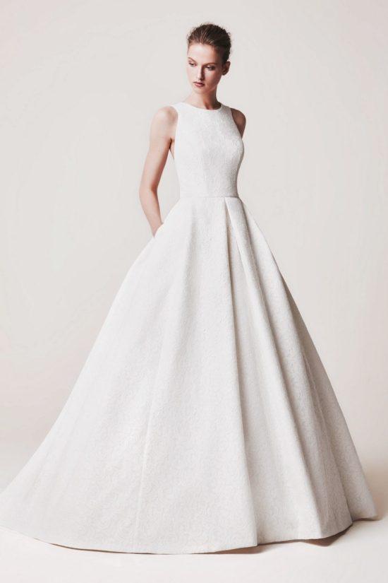 f56bbb41a0 Elegáns, luxus menyasszonyi ruha exluzív 3D csipkével készült - kizárólag a  ruhához tervezett - anyagból ...