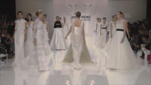 Jesus Peiro 2019 évi eskuvoi ruha kollekciojanak backsage fotoja. Menyasszonyi ruha fashion show