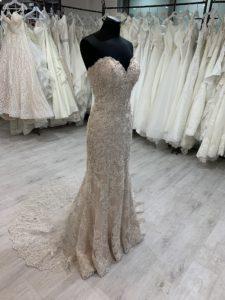 Eklektika eskuvoi ruhaszalon Morilee menyasszonyi ruha kollekciojanak Kourtney termekfotoja