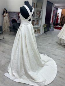 Az Eklektika eskuvoi ruhaszalon 2019 evi Jesus Peiro menyasszonyi ruha kollekciojanak 966.sz. modelljenek a termekfotoja