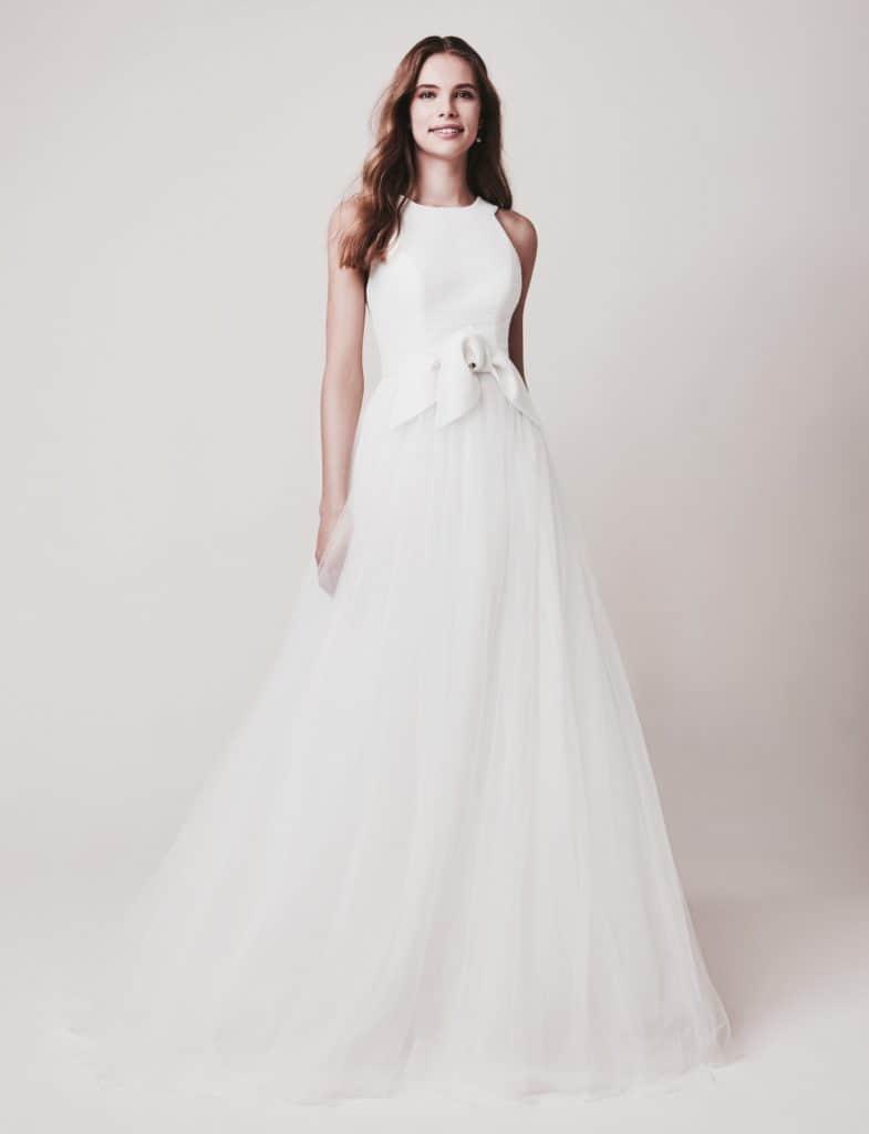 Tüll haute couture esküvői ruha a Jesus Piero 2020 évi kollekciójából. Elegáns, magasan záródó nyomott mintás body, hatalmas tüll soknyával. Elölről fotózva