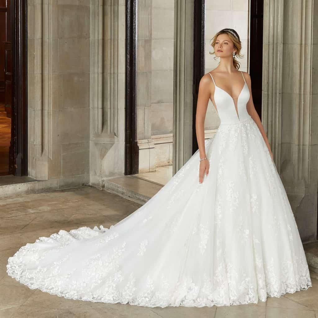 Morilee luxus esküvői ruha a 2021 évi Reverie kollekcióból. Modern, rendkívül elegáns hercegnő stílusú eskvüvői ruha vékony vállpánttal. Style: Suki/2125