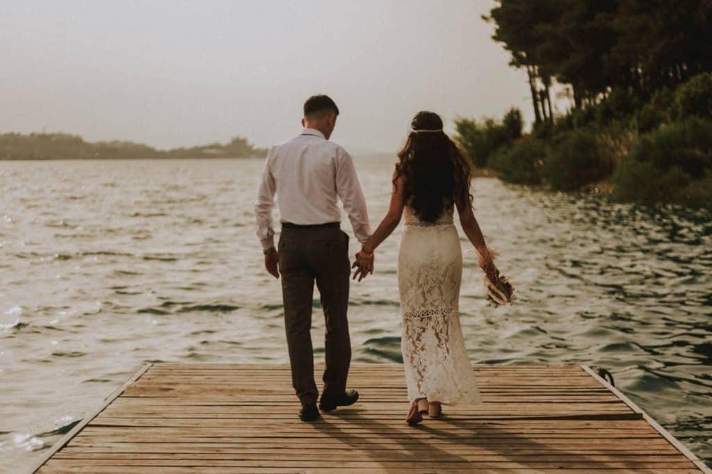 A stégen kéz a kézben, egy bájos szerelem története - fotó