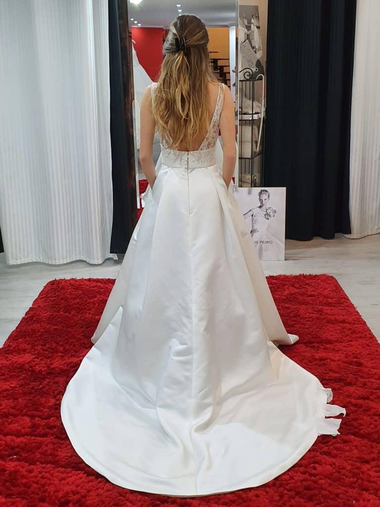 Patricíia ruhaválasztása az Eklektika esküvői ruhaszalonban Budapesten. 1/2 fotó