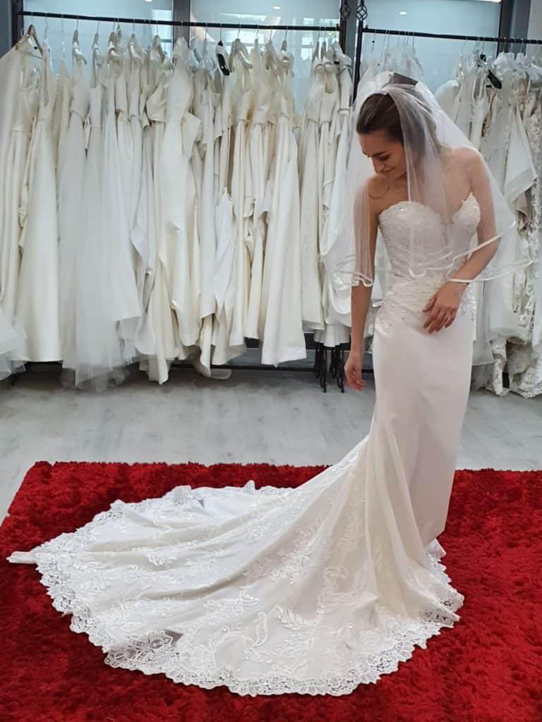 Patricíia ruhaválasztása az Eklektika esküvői ruhaszalonban Budapesten. 2/1 fotó
