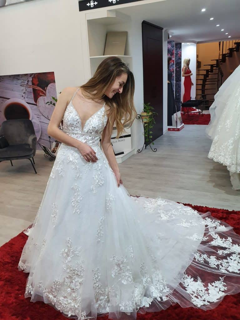 Patricíia ruhaválasztása az Eklektika esküvői ruhaszalonban Budapesten. 4/1 fotó