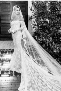 Hailey Bieber esküvői ruháj