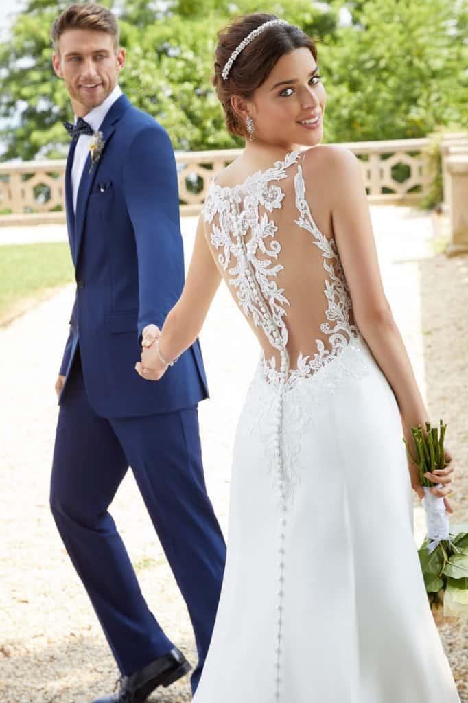 Elöl magasan záródó, A vonalú szatén menyasszonyi ruha. Különlegessége a kristály és gyöngyhímzéssel díszített illúzió hátmegoldás. Style: Sandy/5804 a Morilee 2021 évi esküvői ruha kollekciójából. Image fotó